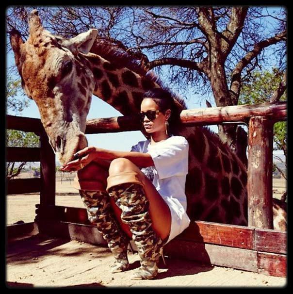 """Tyga & Blac Chyna fêtent le 1er anniversaire de leur fils King Cairo Stevenson (Phoo) / LORIE ET AMEL BENT JOUENT AU FOOT CONTRE LA MALADIE / Mylène Farmer : elle chute sur scène devant 9.000 fans ! / Sheryfa Luna au gala """"Faire face """" le 12 Octobre (Photo) / Britney Spears à Londres aujourd'hui (Photo) / Rihanna dans une réserve en frique Du Sud (PHOTO)"""