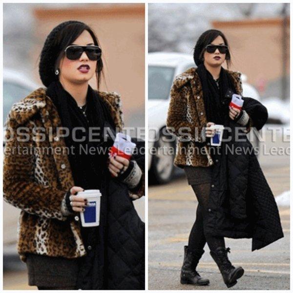 25/12/10 : Demi est sortie une journée de son centre pour fêter Noël avec sa famille.