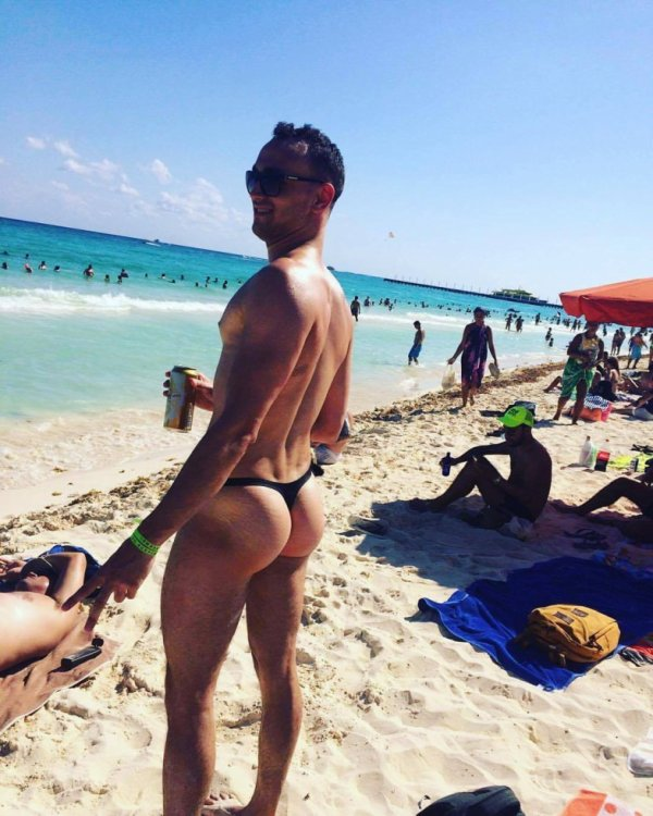 string noir a la plage