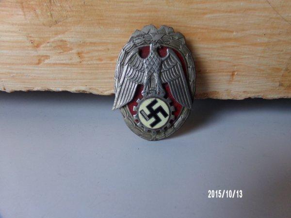 insignes allemands a identifier merci pas de photos de derrieres ataches casser