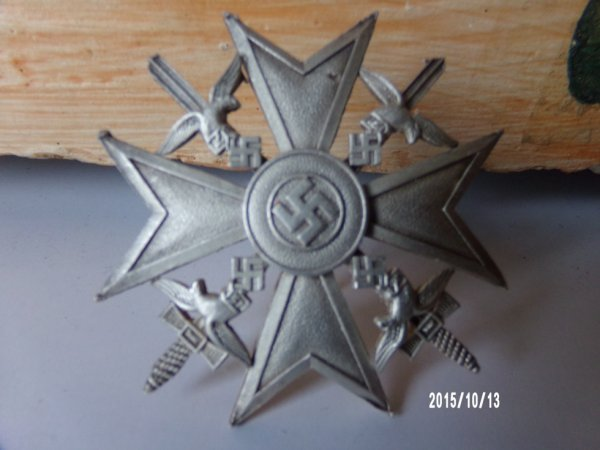 insignes allemands croix d espagne je pense trouver en fouille elle a du bruler fendue et tordue