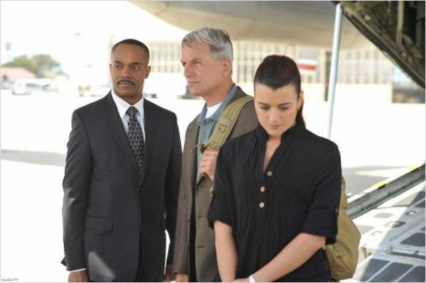 Le directeur Vance avec Gibbs et Ziva