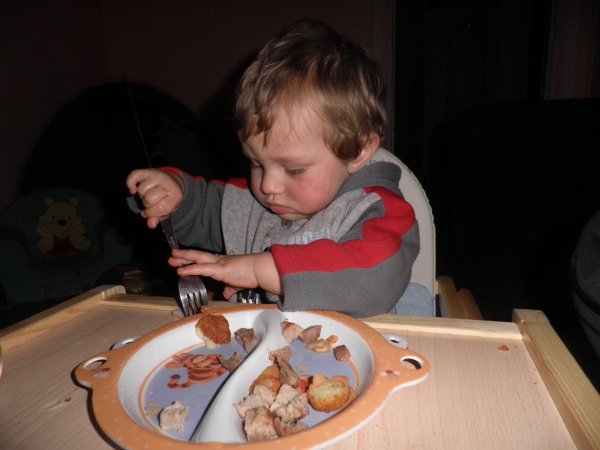 mon ptit ange ki mange tout seul