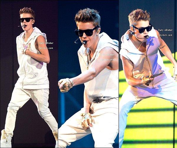 24/10/2012 :  Sexy Bieber continue sa tournée à Rosemont, USA. (MQ pour les 1eres photos)