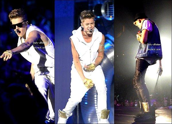 30/10/2012 :  Continuant son Believe Tour aux USA, Justin Bieber performait à Houston.