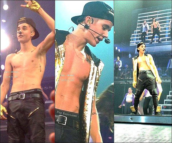 01/11/2012 :  Justin Bieber donnait une conférence de presse au Grammy U: Soundcheck.