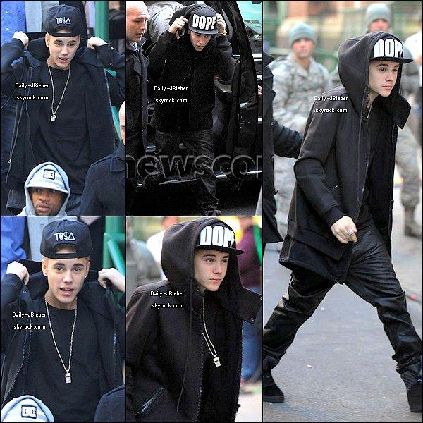 06/11/2012 :  Justin a été vu aux répétitions pour le défilé de Victoria's Secret Fashion Show à Manhattan (NYC); où il performera demain au Fashion Show. Je veux sa chemise !  *-*