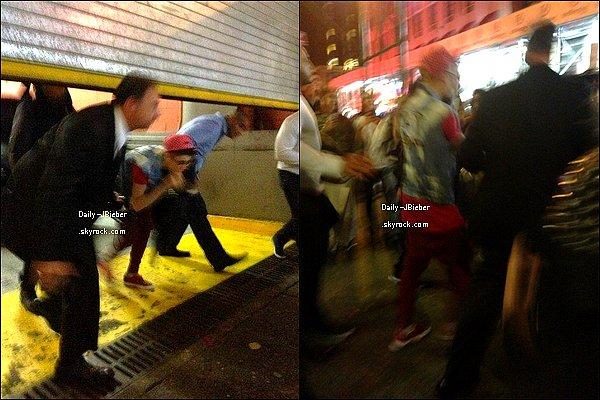 12/11/2012 :  Poursuivant sa tournée, Justin Bieber était à Brooklyn (NYC) pour un concert. Puis reprise le 20.