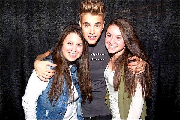 13/11/2012 :  Justin Bieber a été photographié dans les rues de Los Angeles. Top.