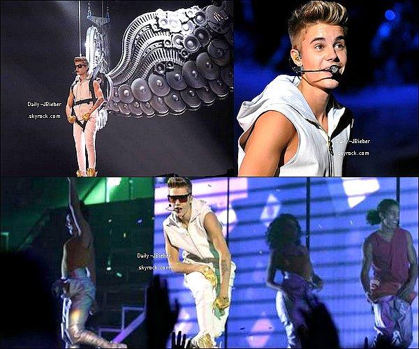 20/11/2012 :  Après une pause, Justin Bieber a repris sa tournée à Pittsburgh.