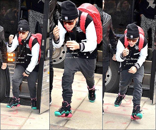 01/12/2012 :  Justin  a donné un dernier concert avant de reprendre le 5 Janvier prochain à Toronto.