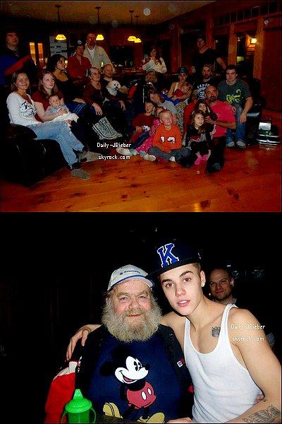 28/12/2012 :  Justin Bieber est enfin de sortie ! Il a été photographié assistant à un match de basket opposant les Clippers face aux Celtics, le soir. Top.