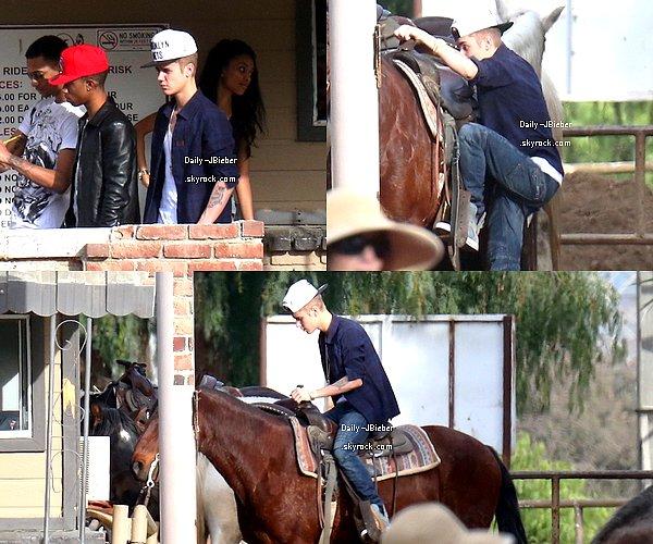 01/02/2013 :  Justin Bieber a profité de ses jours de repos pour aller faire une balade à cheval avec ses amis Lil Twist & Lil Za à North Hollywood.  Big TOP !