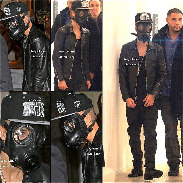 """25/02/2013 :  Justin Bieber a été aperçu, masque sur la """"tronche"""", faisant les boutiques au ACNE à Dover. Euh, WTF ? Sinon, top."""