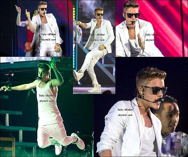 14/04/2013 :   Justin Bieber a été aperçu quittant discrètement le musée Hermitage à Amsterdam.  Top !