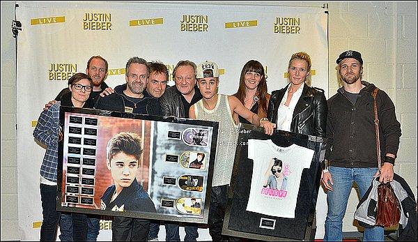 """Découvre dès à présent le nouveau clip de Justin Bieber & Will I am intitulé That Power. Ton avis ? Personnellement, je n'aime que la partie chantée par Justin. Car sinon, déjà je n'aime pas Will i am et cette chanson est trop genre """"boite de nuit"""" pour moi. Mais je trouve que le clip est très bien tourné !"""
