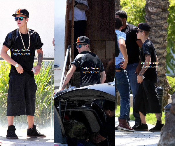 19/06/2013 :   Justin Bieber a été aperçu se préparant pour prendre un jet privé à Burbank, CA. Gros bof.