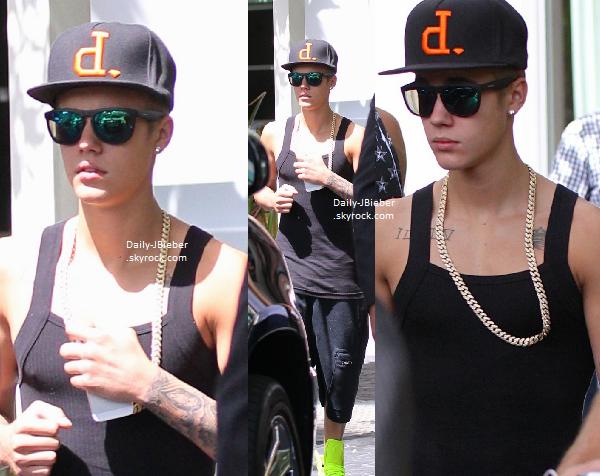 22/06/2013 :  Après une pause d'1 mois, Justin Bieber a repris sa tournée à San Diego,en Californie.Top !