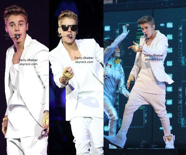 29/06/2013 :  Justin Bieber a été photographié alors qu'il arrivait à son hôtel, à Las Vegas. Top .