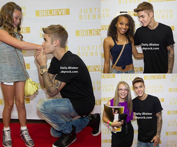 11/08/2013 :  Justin Bieber a chanté Joyeux Anniversaire à une fan dans un avion.