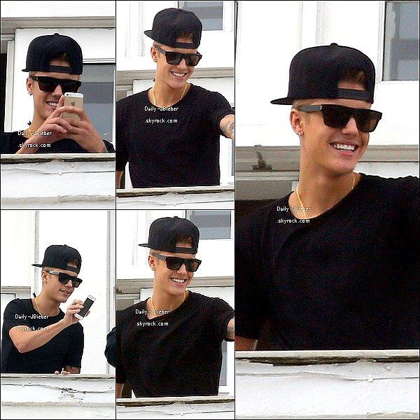 Justin Bieber a posté une nouvelle chanson intitulée Recovery. Demain en sortira une autre nommée Bad Day.