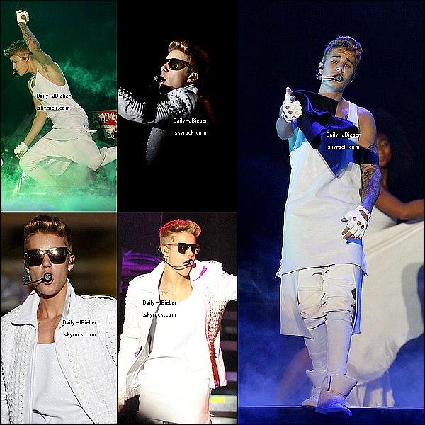 05/11/2013 :  Justin Bieber a été pris en photo à Rio de Janeiro au Brésil, rencontrant ses fans.  TOP !