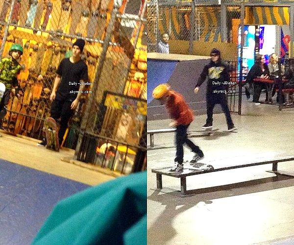 12/12/2013 :  Justin Bieber a été aperçu par des fans au Skatelab à Simi Valley, Californie.