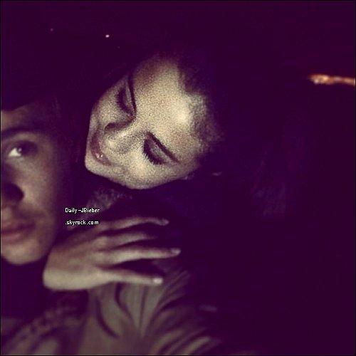 """04/01/2014 :  Justin Bieber a posté une photo de lui et de son ex petite amie Selena Gomez sur Instagram ! Il l'a également légendée avec """"J'aime la façon dont tu me regardes."""" Alors, de nouveau ensemble ?"""