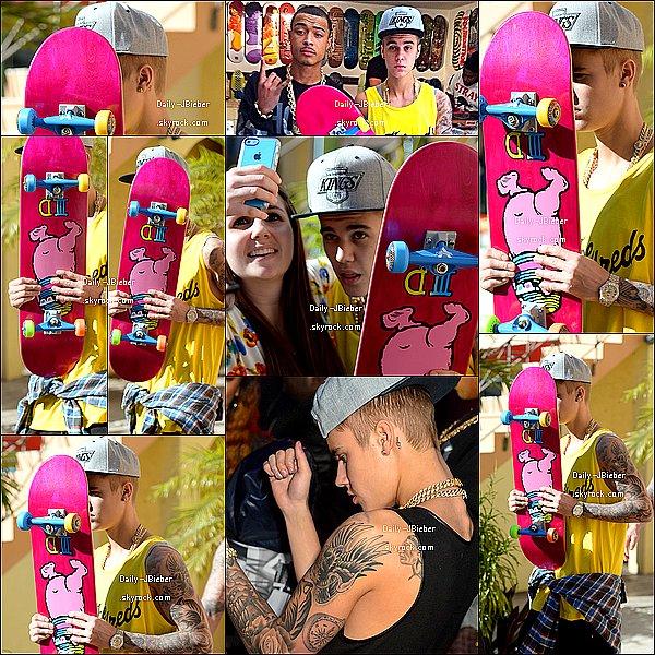 24/01/2014 :  Justin Bieber a été photographié au Orchid House à Miami.