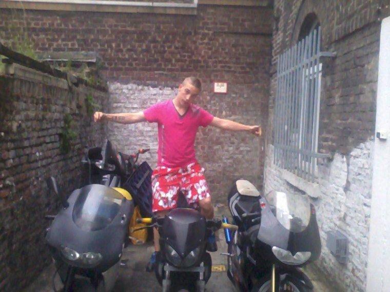 Moi avec mes 3 motos :)