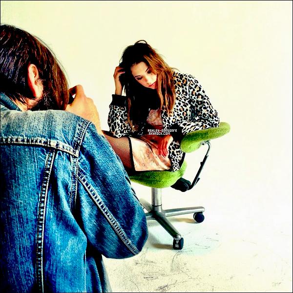 Deux photos du Photoshoot « Maxim » ( Avril 2013 ) viennent d'apparaître.