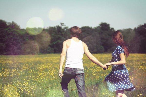 ○ 26 Novembre 2011 « Tout nous échappe sans cesse, même les êtres qu'on aime. Mais reste la certitude que certains moments ont été ce qu'on appelle le bonheur. »  .