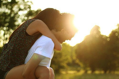 ○ 15 décembre 2010 « Perdre une personne que l'on aime est terrible, mais le pire serait de ne jamais l'avoir connue. » Marc Lévy  .