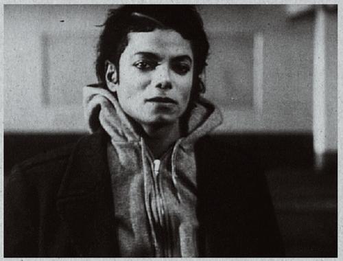 Parce qu'il y a le roi d'Espagne, de Belgique ou d'Angleterre; il y a le roi de la Pop. Je nomme: Michael Jackson.