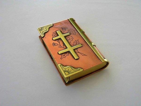 Briquet-livre croix de Lorraine.