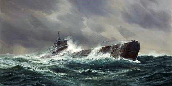 Briquet artisanal en forme de sous-marin.