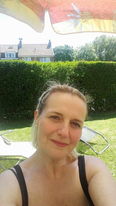 Bonjour bon samedi mes ami(e)s , jeudi superbe journée pour moi repos au jardin
