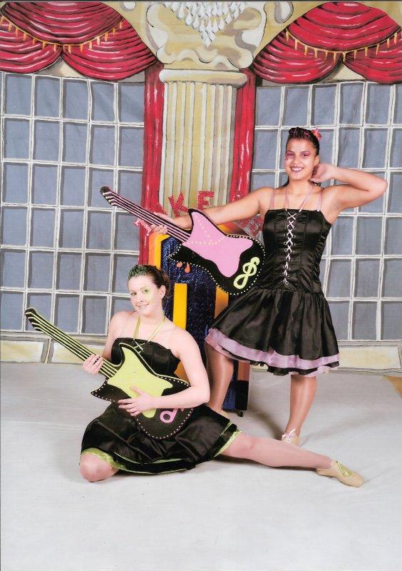 ╚> Les Majorettes de Voves : Duos AFMF à NEMOURS ( 77 )