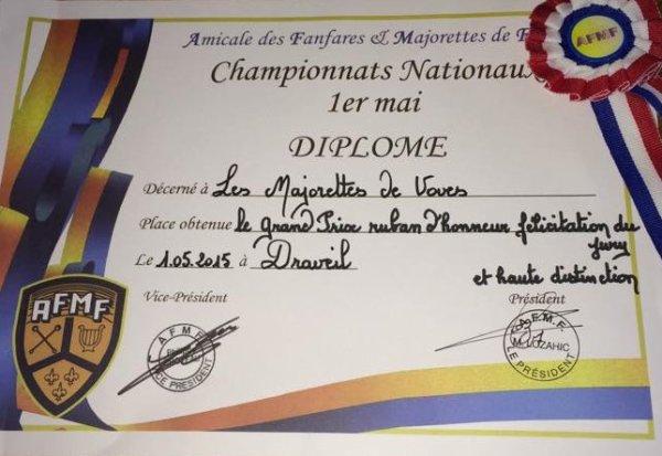 ╚> Les Majorettes de Voves : 1er Mai 2015 à Draveil (91)
