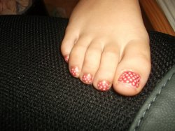 28ème Article : Manucure à pois rose et beige pieds.