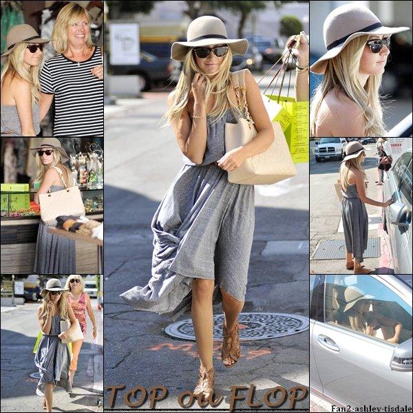"""Ce jeudi 11 août 2011, Ashley à d'abord été vue sortant de la maison de ses parents à Toluca Lake. Puis plus tard dans la journée, Ashley et Lisa ( sa mère ) on été vues sortant du """" Planet Blue """" de Beverly Hills."""