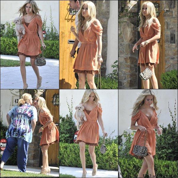 """Ce samedi 13 août 2011, Ashley a d'abord été vue la salle de gym """" Equinox """" de West Hollywood. Puis plus tard elle a été vue quittant sa maison avec Maui. Et enfin elle est allée au """" PaleyFest Family Celebrates Television Series' From Disney Channel """"."""