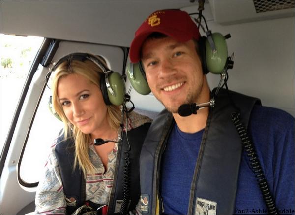 """23/10/2011 : Ashley a posté sur son twitter cette photo, et elle a mis comme commentaire : """" Durant ma première balade en hélicoptère avec mon homme à Miami!! """"."""