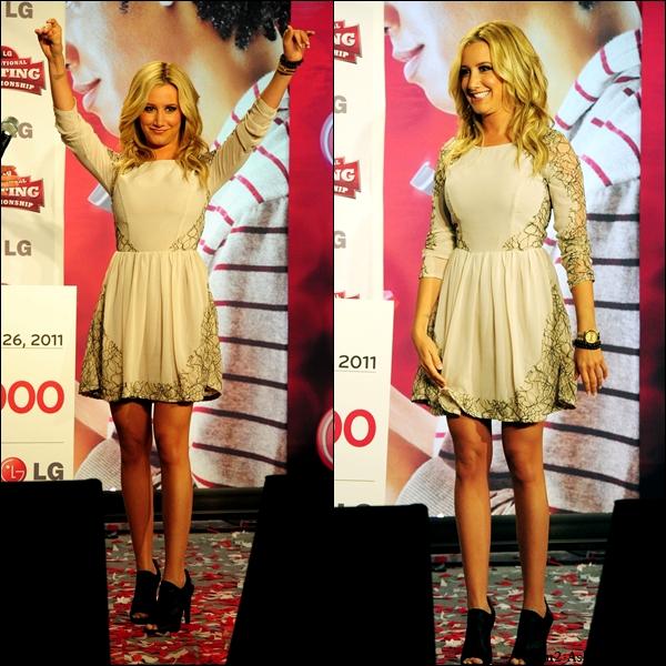 """26/10/2011 : Ashley a assisté au """" 2011 LG U.S. National Texting Championship """" à New-York. Puis plus tards dans la soirée elle a été vue lorsqu'elle arrivait a l'aéroport  """" LAX """" de Los Angeles."""