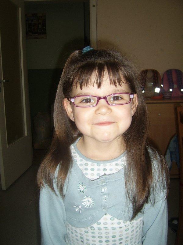 ma cherie avec ses nouvelle lunette