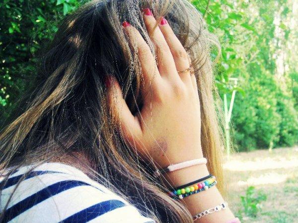 Suis-je folle pour que tu continues à me manquer ? C'était réel, c'était vrai. Mais ça a brulé trop fort pour survivre. Où est-ce que l'amour va ? Je ne sais pas. Comment pourais-je te perdre pour toujours après tout le temps passé ensemble ? Je veux savoir pourquoi je dois te perdre. Maintenant tu es juste devenue comme tout le monde. Et je ne te retrouverai jamais dans le fond de l'océan.