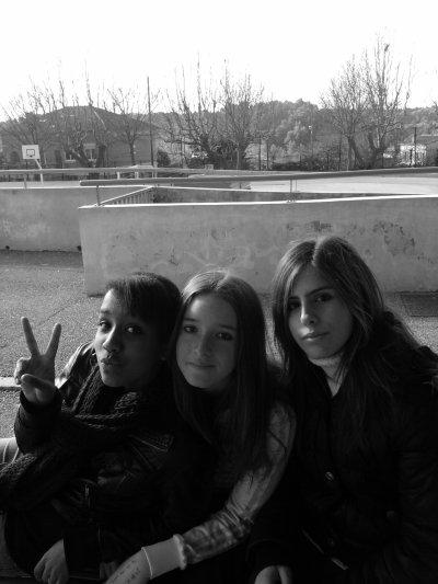 - #. Un Trio inséparable (;