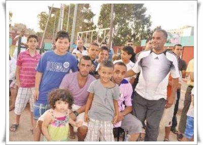Mansouri avec les jeunes de l'AS Radieuse.