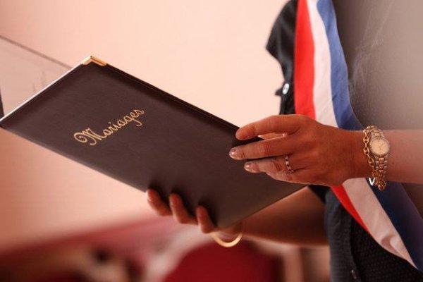 Mariage pour tous : Le Conseil constitutionnel se prononcera le 18 octobre sur la clause de conscience des maires