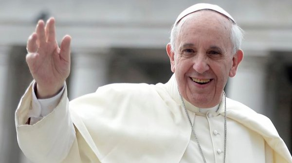 Le pape appelle les catholiques à mieux accueillir les gais dans son nouveau livre